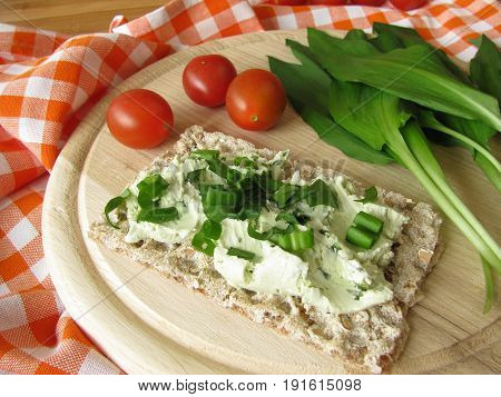 Crispbread with ramsons cream cheese and fresh tomatoes