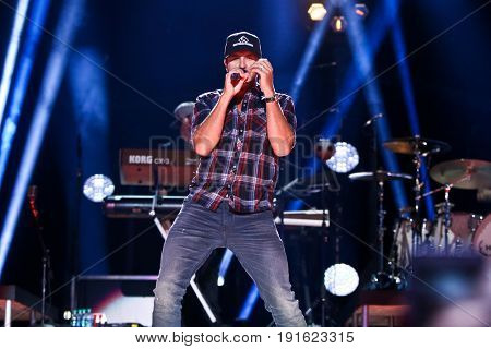 NASHVILLE, TN - JUNE 08: Luke Bryan performs at Nissan Stadium during the 2017 CMA Festival on June 8, 2017 in Nashville, Tennessee.
