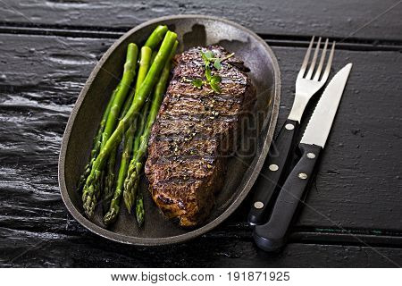 Steak with green asparagus and red wine