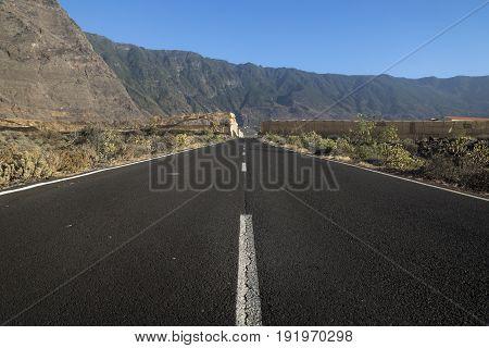 cliffs and mountains of El Golfo El Hierro