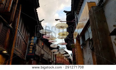 Lijiang, China - November, 2018. A View Of Lijiang With Umbrella-shaped Decorations. Lijiang, Yunnan