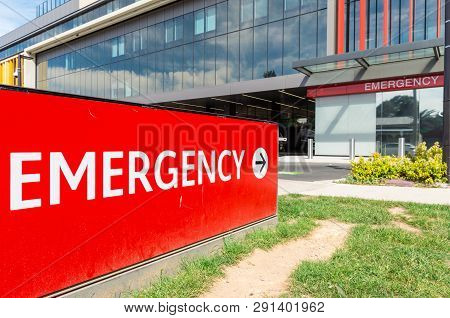 Red Emergency Sign Outside A Hospital Emergency Department In Bendigo, Australia.