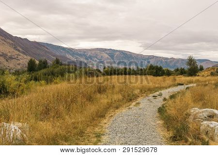 Chelan, , Usa - September 16, 2018: View At Beebe Springs Natural Area Hiking Trails Beautiful Autum