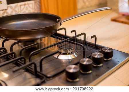 The New Frying Pan On Brand New Gas Stove Panels.classic Four Burner Gas Stove With Brass Knobs. Sel