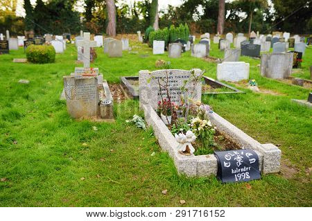 Oxford, Uk - November 13, 2017: The Final Resting Place Of J. R. R. Tolkien And His Wife Edith Mary