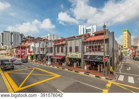 Singapore - December 4, 2019: Street View Of Chinatown Singapore At Sunny Day With Tourist Shops In
