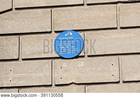 Bristol, Uk - March 19, 2008: A Blue Plaque Commemorating Nipper, The Dog Whose Picture Was Used As