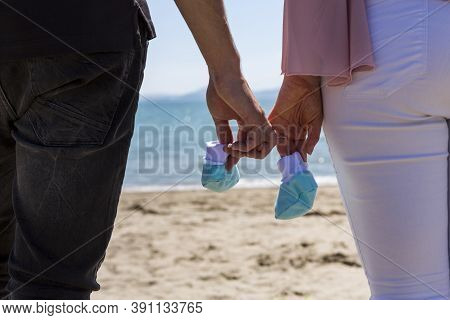 Pregnant Photo Session Between A Girl And A Boy. Expecting A Baby. Beach Session. Pregnant Woman Dur