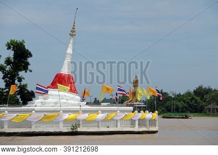 Nonthaburi, Thailand July 29, 2017: White Leaning Pagoda Has A Red Cloth Tied At The Top Beside Chao