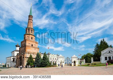 Leaning Tower Syuyumbike And The Governor's/presidential Palace In The Kazan Kremlin, Kazan, Russia