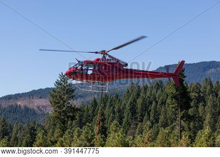 Prospect,  Oregon / Usa - September 9, 2014:  A Red Fire Fighting Helicopter Takes Off From Prospect