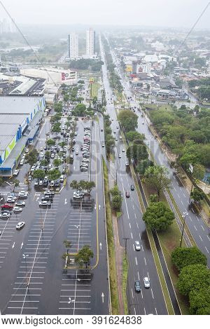 Campo Grande - Ms, Brazil - October 23, 2020: Rainy Day At The Afonso Pena Avenue In Front Of The Sh