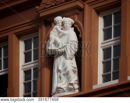 White Figure Of Saint Anthony Of Padua And Child Jesus Reading A Book On Red House In Trier, Rhinela