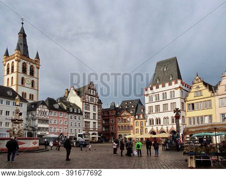 Traditional Gothic Medieval Houses Including Steipe, St. Gangolf Church, Petrusbrunnen Fountain, Of