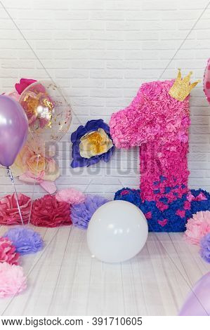First Birthday Smash The Cake. Kids Birthday Party Decoration. Cake Smash First Year Concept. Birthd