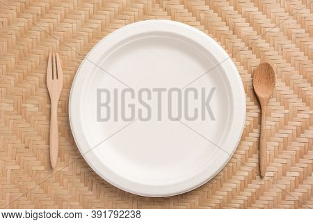 Biodegradable Plate, Compostable Plate Or Eco Friendly Disposable Plate With Wooden Spoon And Fork O