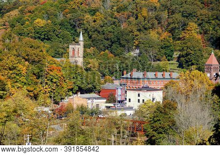 Jim Thorpe, Pennsylvania, U.s - October 17,2020 - The Distance View Of The Buildings In The City Sur