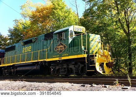 Jim Thorpe, Pennsylvania, U.s - October 17,2020 - The Reading & Northern Train Surrounded By The Fal