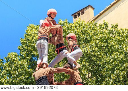 Girona, Spain - May 14, 2017: This Is The Construction Of A Tower Of People, Called Castel, During T