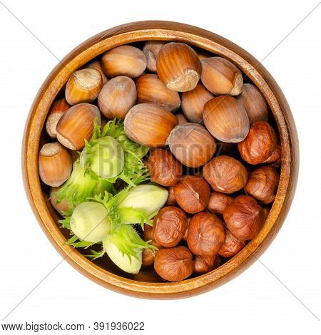 Ripe And Unripe Hazelnuts In A Wooden Bowl. Green, Unripe Hazelnuts In Husk With Shelled And Unshell