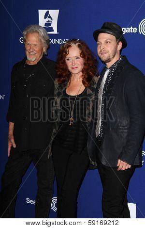 LOS ANGELES - JAN 23:  Kris Kristofferson, Bonnie Raitt, Gavin DeGraw at the