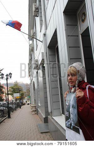 The ecologist Evgenia Chirikova on picket in support of the arrested ecologist Suren Gazaryan