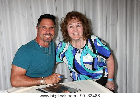 LOS ANGELES - AUG 16:  Don Diamont and fan at the Bold and Beautiful Fan Event Sunday at the Universal Sheraton Hotel on August 16, 2015 in Universal City, CA