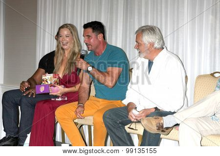LOS ANGELES - AUG 16:  Jennifer Gareis, Don Diamont, John McCook at the Bold and Beautiful Fan Event Sunday at the Universal Sheraton Hotel on August 16, 2015 in Universal City, CA