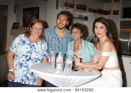 LOS ANGELES - AUG 14:  Scott Clifton, Fans, Jacqueline MacInnes Wood at the Bold and Beautiful Fan Event Friday at the CBS Television City on August 14, 2015 in Los Angeles, CA