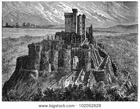 Arques castle ruins with its keep, vintage engraved illustration. Industrial encyclopedia E.-O. Lami - 1875.