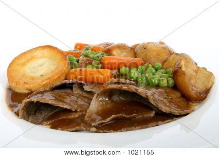 Traditional English Roast With Yorkshire Pudding & Summer Veg