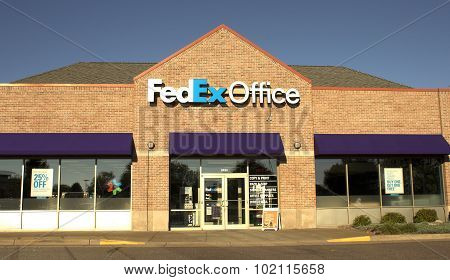 Federal Express Storefront
