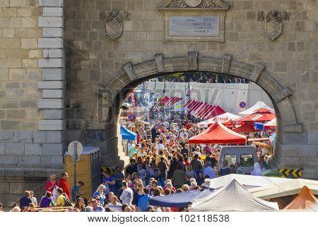 Crowd At The Bridge