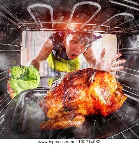 Funny Housewife overlooked roast chicken in the oven, so she had scorched (focus on chicken), view from the inside of the oven. Housewife perplexed and angry. Loser is destiny! Thanksgiving Day.