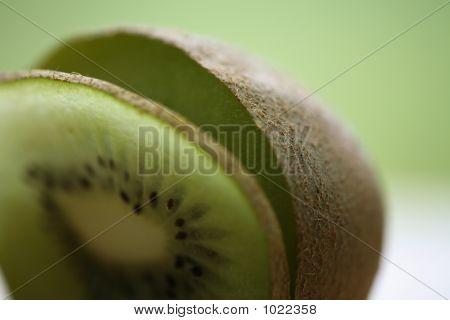 5D1017 Cut Kiwi