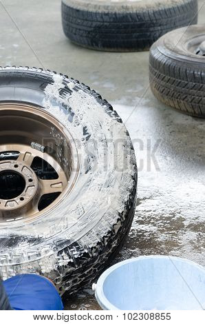 Washing Pick-up Weel And Tire