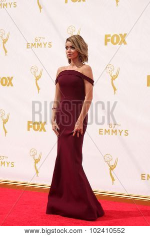 LOS ANGELES - SEP 20:  Sarah Hyland at the Primetime Emmy Awards Arrivals at the Microsoft Theater on September 20, 2015 in Los Angeles, CA