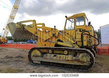 Old Cat 977 Crawler Dozer On Display