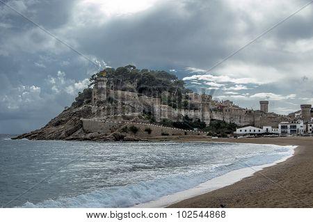Castillo Y La Playa De Tossa De Mar