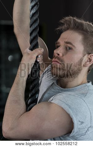 Sexy Strongman Climbing The Rope
