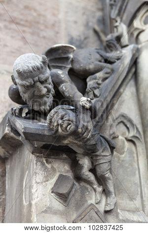 NUREMBERG, GERMANY -  SEPTEMBER 04, 2015: Photo of Sculpture heck takes away liar.