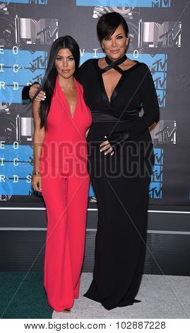 LOS ANGELES - AUG 30:  Kourtney Kardashian & Kris Jenner 2015 MTV Video Music Awards - Arrivals  on August 30, 2015 in Hollywood, CA