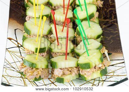 Low Calorie Snack: Tuna sandwiched in cucumber