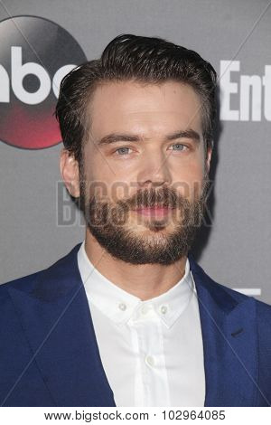 LOS ANGELES - SEP 26:  Charlie Weber at the TGIT 2015 Premiere Event Red Carpet at the Gracias Madre on September 26, 2015 in Los Angeles, CA