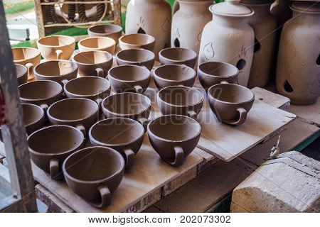 Drying after molding unbaked pottery in workshop