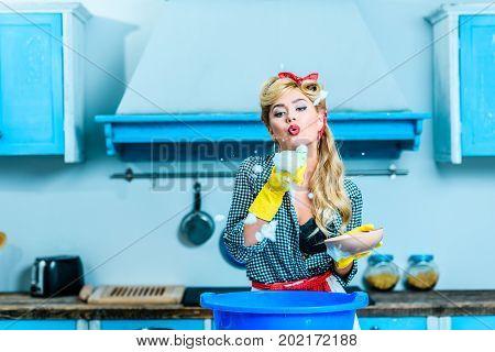 Housewife Blowing Foam