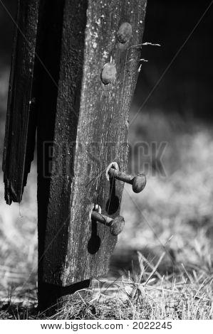 Bults In Pole