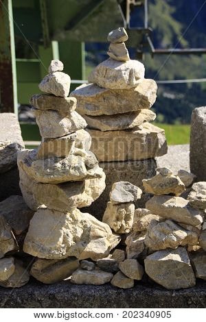 A stack of stones that are stacked