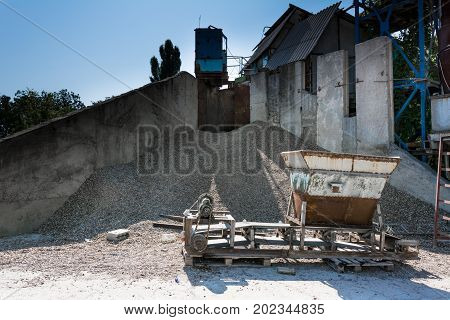 Aggregate Stone Srushing Plant. Equipment For Packing Crushed Stone, Gravel, Expanded Clay In Bags