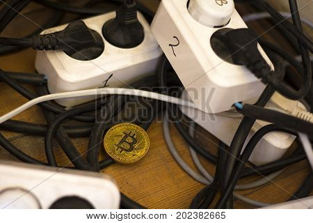 Mining, Bitcoin, mining cryptocurrency, Finance, money, virtual, business, load of electricity, work on the money, wiring, temperature mining, graphics, calculation algorithms